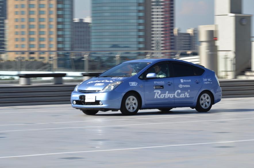 株式会社ZMPの自動運転システムを搭載した乗用車「RoboCar」。画像認識などの技術的背景がある技術こそが本当の人工知能といえる。(参照:https://amater.as/companies/62/)